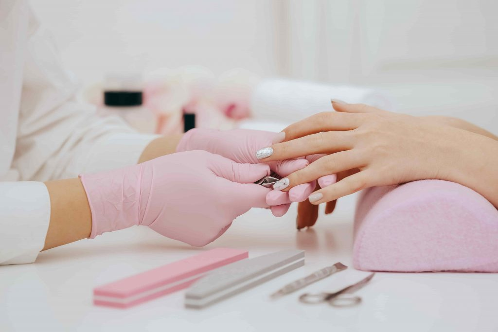 mulher manicure